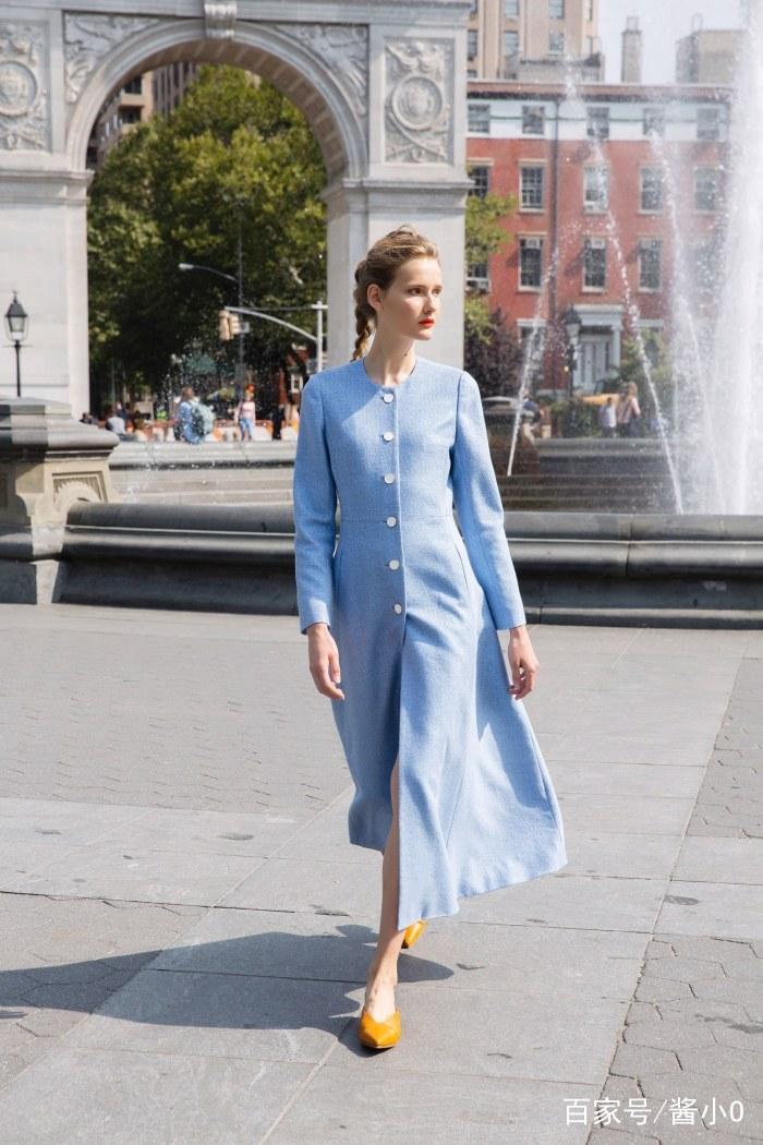 时装周:时尚模特的潮流穿搭,知性优雅,气质与这件衣服