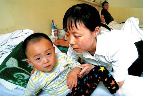 孩子患了场感冒腿怎么瘸了?儿科医生:问题出在这6个字上