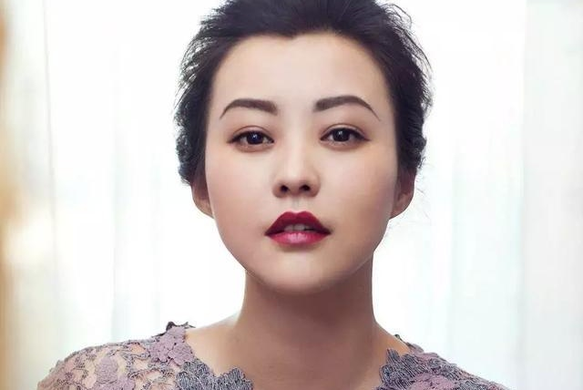 41岁郝蕾拍亲子照现成熟美,曾经婚姻的失败让她学会了成长和珍惜