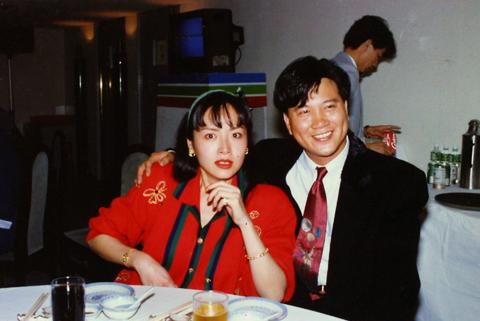 她为了女儿放弃大好青春,22年过去,万梓良对前妻恬妞表达歉意