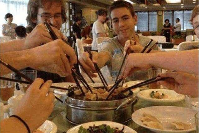 老外曾夸下海口用5000美元吃遍中国的某一城市,结果败给了这个面