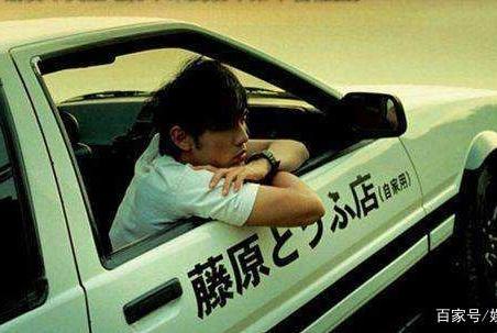 天王巨星给余文乐做司机,两人早年就合作,友谊深厚娱乐圈少有