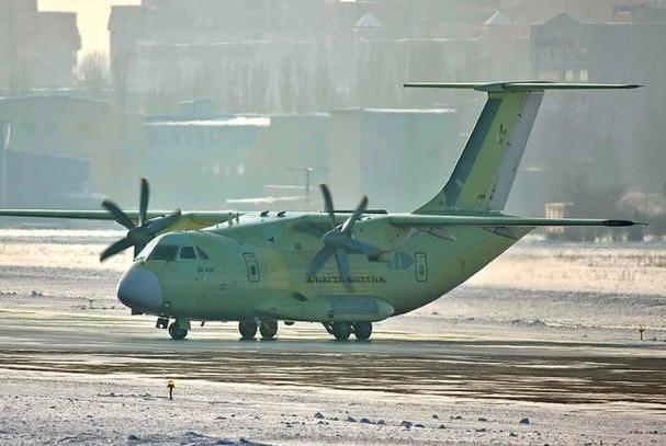 俄首飞一款全新战机,地位堪比战略轰炸机,需求或高达200架
