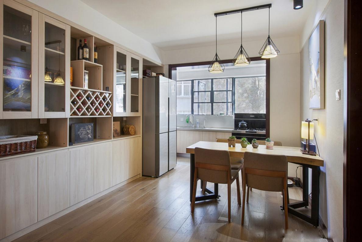以后买房了,酒柜一定要这样装,实用又有档次,特别喜欢!