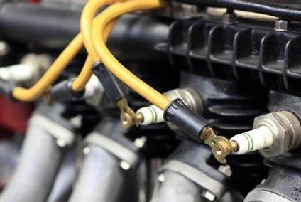 汽车运行时点火系统用的是电瓶的电还是发电机的电呢?