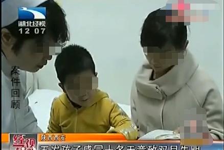 孩子感冒竟差点失明 母亲绝望地在医院哭泣 经过治疗终于恢复一点