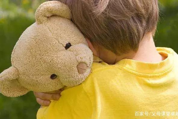 为什么男孩要多抱抱?心理学家给出答案,其实我们一直在伤害孩子