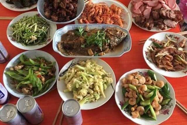 湖南人的年夜饭和初七之后的伙食对比,差距不是一点点,很现实!