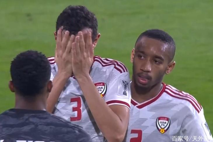 太脏了!一场0-4让东道主丢尽亚洲足球的脸,球员赛后集体痛哭