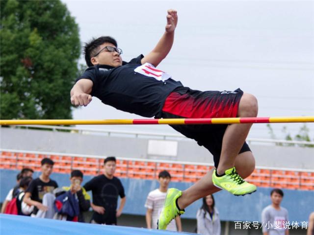 小斐说体育:了解背越式跳高v体育,一起进行一下吧图教程社会图片