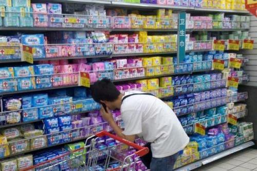 男子帮妻子买卫生巾,却被女子骂变态,网友:她老公没给她买过?