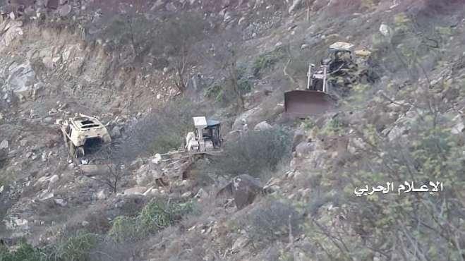 也门胡塞武装有多狠,看看这几辆在修路的工程车,他们都不放过!