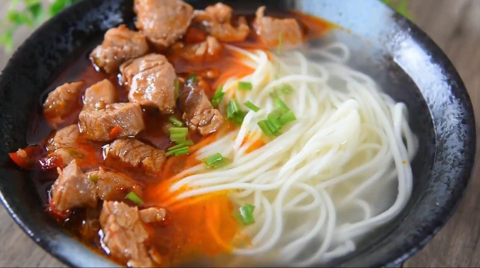 上海传统美食小吃:老上海辣肉面,吃过一次后总让人牵肠挂肚!