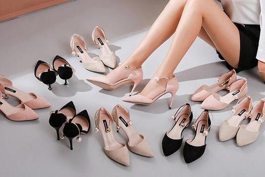 """百搭不累脚,2019年流行的鞋子叫做""""猫跟鞋"""",穿上太美了!"""