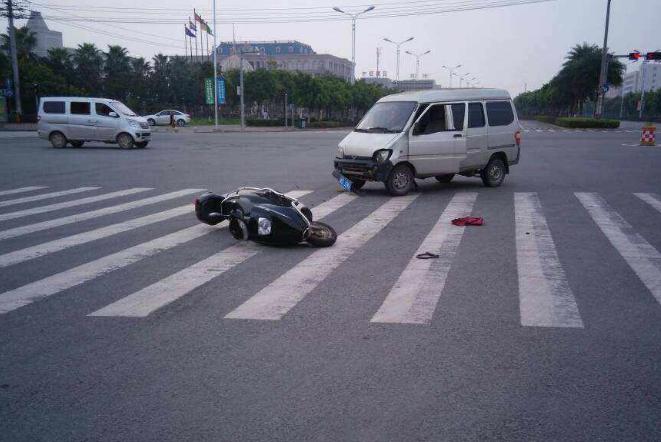 交警提醒:路上遇到这种车赶紧躲,一奥迪车主已经赔了200多万