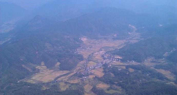 或从子午大道经秦岭环山旅游路向东半小时可抵达.