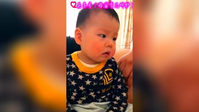 宝宝调皮被爸爸揪耳朵了,接下来宝宝委屈的小表情太可爱了!