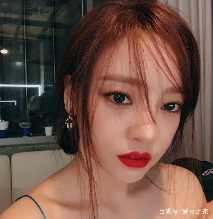 拉屎自拍_韩国女星具荷拉自拍美图集,小姐姐好美啊
