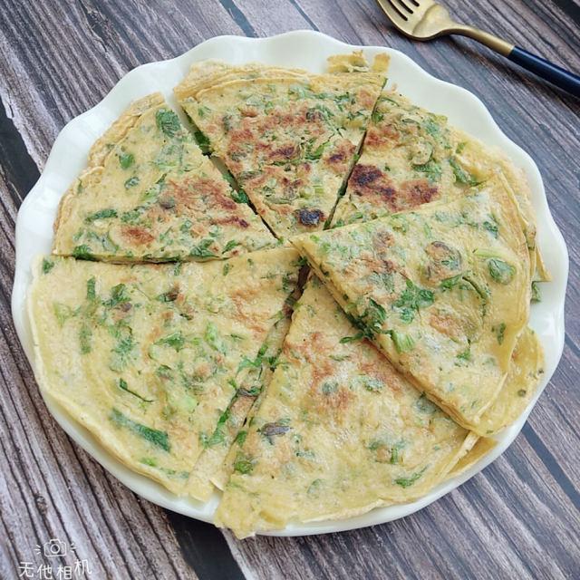 芹菜叶鸡蛋饼,松软好吃,口感丰富,几分钟搞定的早餐