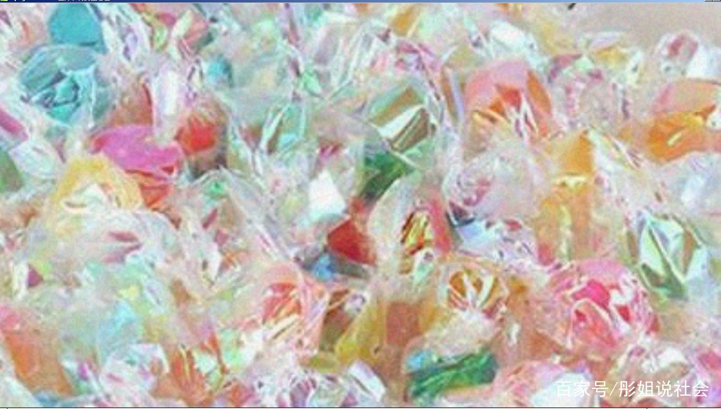 小时候会囤很多,当然初衷不是为了吃糖,而是收集糖纸来叠千纸鹤,然后