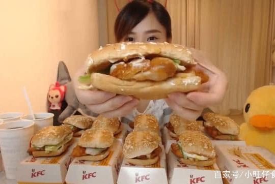 密子君连吃20个汉堡,结果却被粉丝看出端倪,几十万人瞬间脱粉