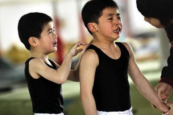 孩子被同学扇6耳光,爸爸一个举动让对方家长没辙,值得父母反思