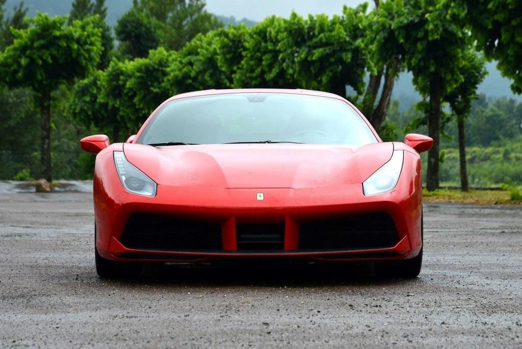 预算一千万,是买400万的法拉利488,还是兰博基尼Aventador?