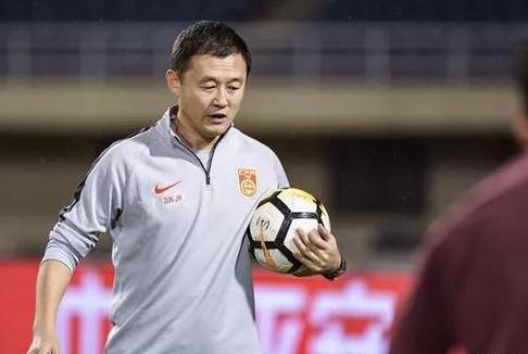 足坛名将孙继海现状:42岁出任新疆足协副主席,面容越来越年轻!