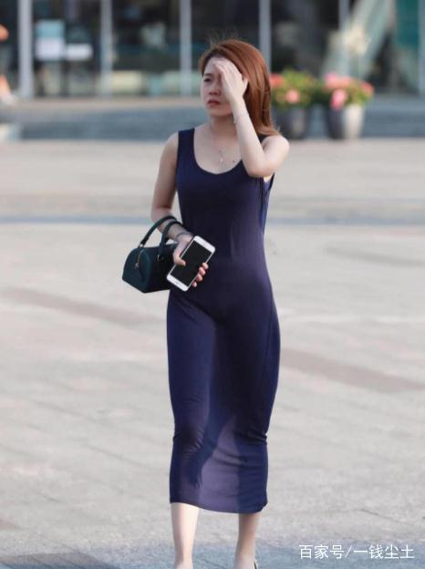 少妇穴真肥_街拍:极品身材的美少妇,多一分则胖,少一分则瘦!
