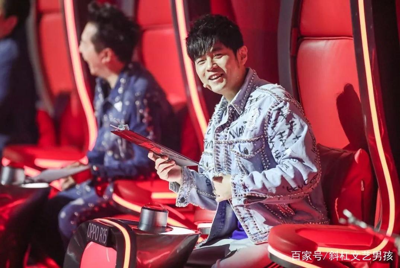 五位好声音冠军与王力宏合影,网友:差距太大!