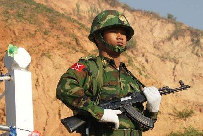 武警在抓犯人时,如果犯人踏出国界碑,边防军人可以越界开枪吗?