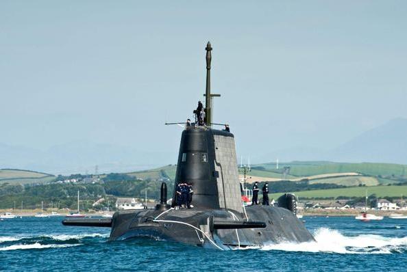 中国核潜艇公海惨遭攻击,苏27紧急支援,飞行员一个动作吓退美军