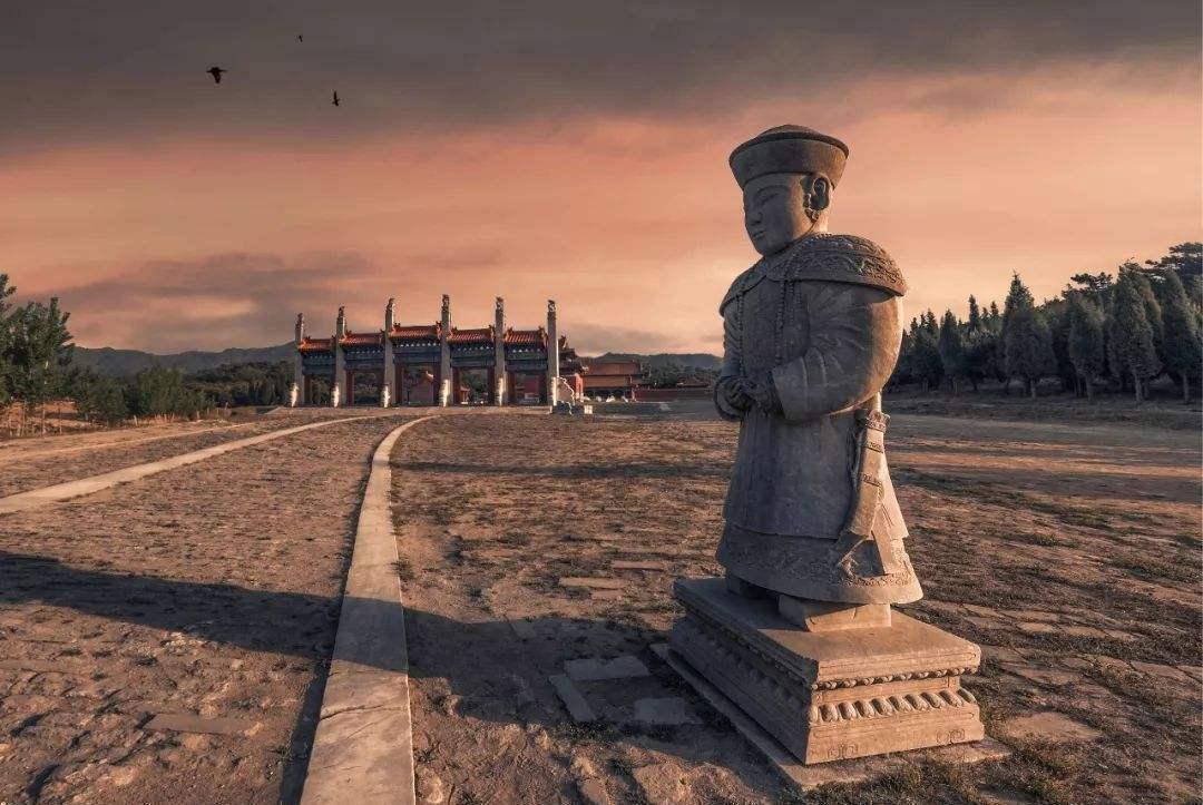 历史上以盗墓出名的军阀孙殿英,挖了慈禧的墓,最后结局如何呢?