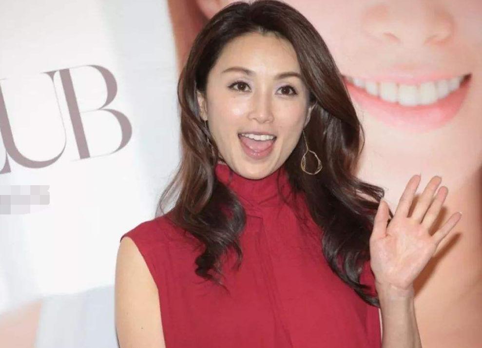"""她曾是日本""""国民女神"""",如今公开叫粉丝打钱,网友:这是乞讨吗"""