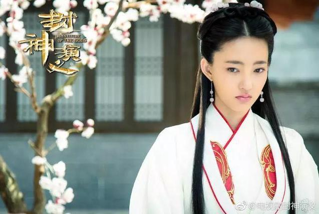 """王丽坤被嘲是史上最""""弱""""妲己,素颜女王也有因美貌被嘲的时候?"""