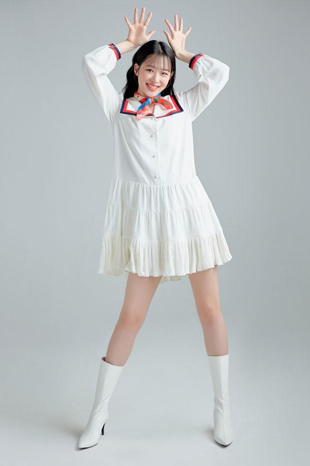 韩国女神崔雪莉拍摄时尚画报:成熟不失可爱,俏皮的笑容好甜!