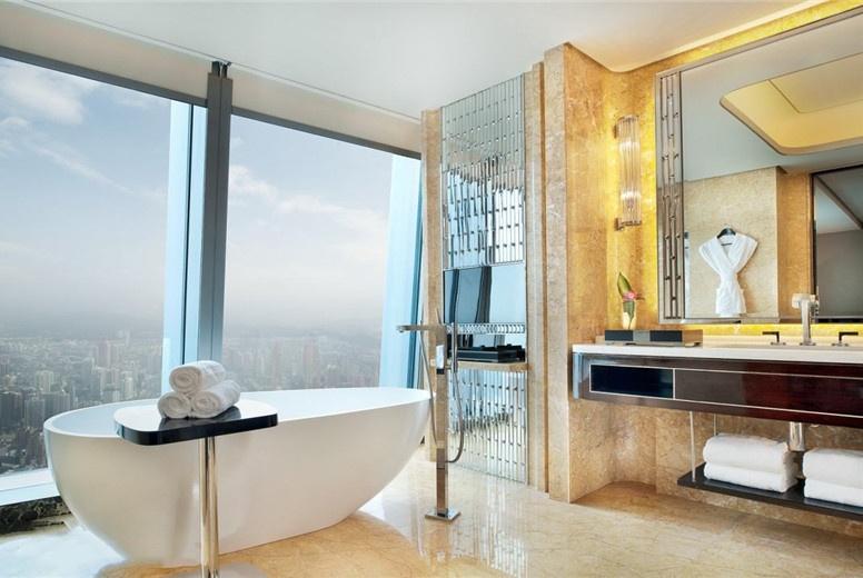 酒店浴室为何都爱用透明玻璃,原来有这四点内幕?设计师告诉你