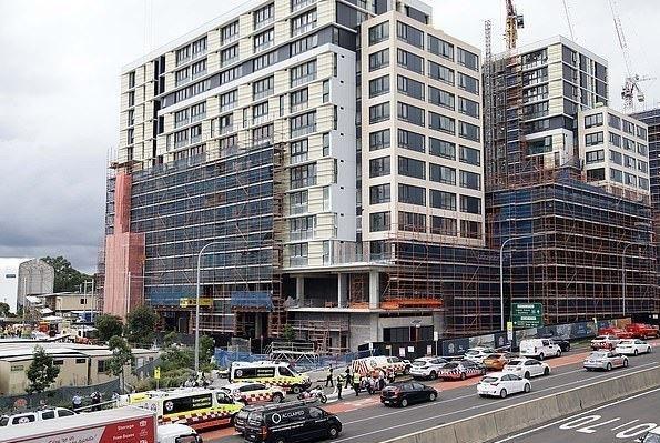 一死一重伤!悉尼脚手架坍塌,涉事高楼竟是中国开发商的项目?