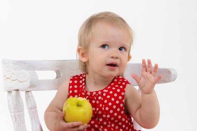 一岁零一个月的宝宝,能做出这几个举动,说明他发育的好,有原因