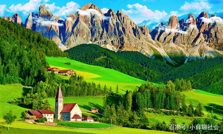 图中的大山景色非常壮观,山势雄伟,令人叹为观止.