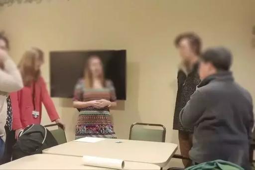 一群大学生组成临终合唱团,为即将去世的老人唱歌