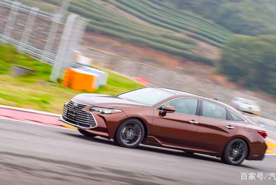 丰田全新旗舰轿车,体长近5米,原厂状态下跑赛道毫不费劲!