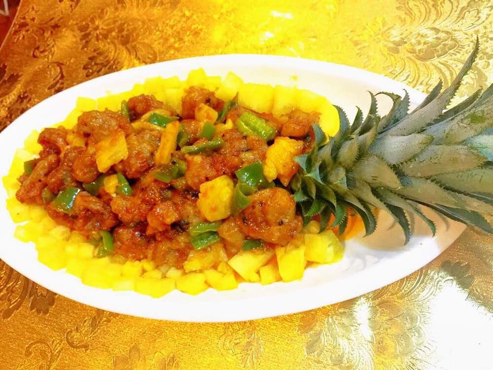 美食大放送:广东诗句美食,特色咕噜肉享受菠萝小吃的图片
