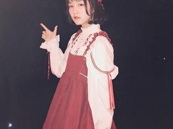 年仅15岁的她穿山寨货上春晚,网友嘲讽称穿山甲,却遭删评拉黑!