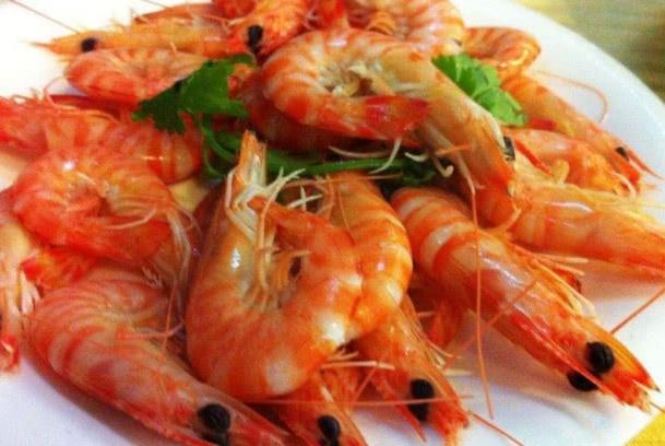 """做""""白灼虾""""时别直接下水煮了,多加两步,虾肉又鲜又没腥味!"""