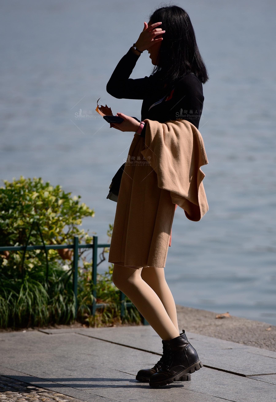 超级大黑屌狂操亚洲小美女_性感外套热裤黑靴大长腿街拍美女