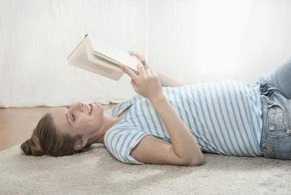 孕妈三种睡姿不可取,胎宝会难受,自己也不舒服,赶紧纠正