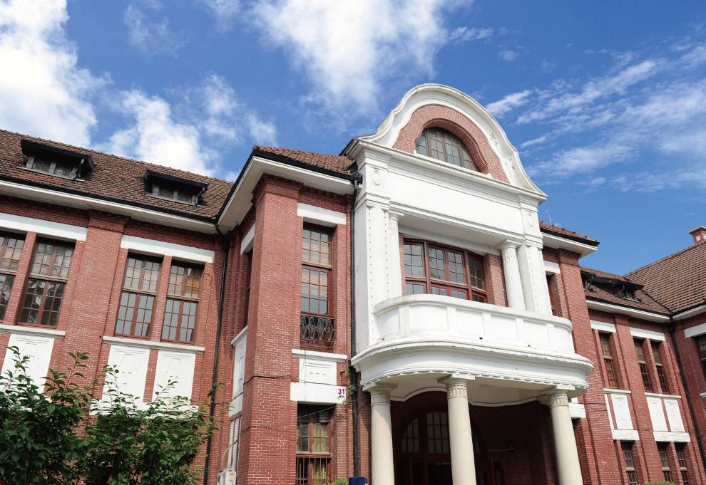 坐落在上海复兴中路上的一所国际化中外合作办学学院