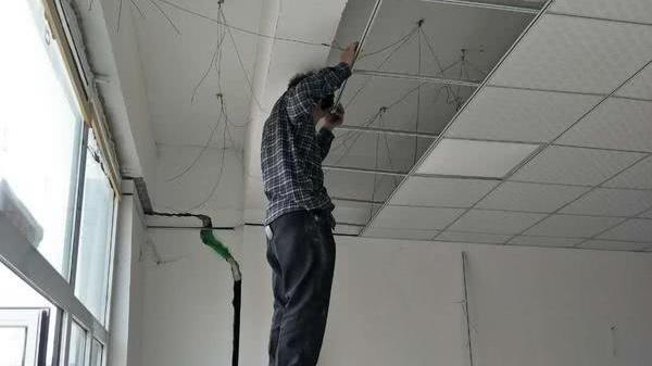 郑州安置房墙体开裂后续:开发商已开始对裂缝墙体拆除并重新砌筑