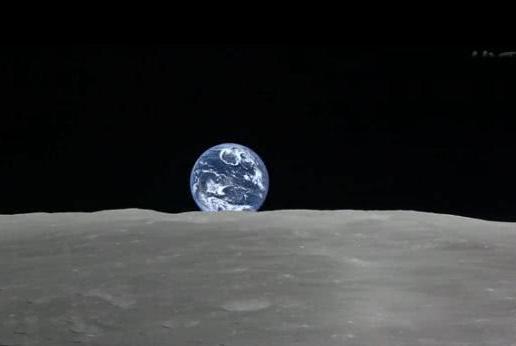 如果有足够大的望远镜,在月球上能看到地球转动吗?